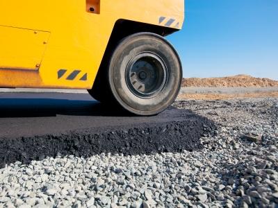 Строительство дороги с использованием щебня